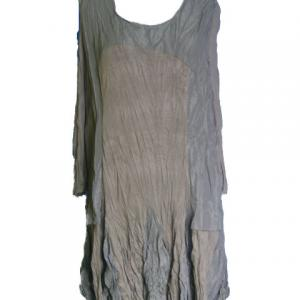 Robe taupe rosaces
